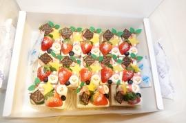50個のクリスマスケーキ