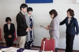 橋本会長より贈呈