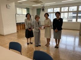 職員の方と高田代表理事・長野会長と逢沢副会長