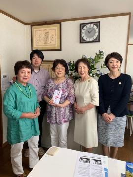 左から貝原理事長、男性スタッフ、女性スタッフ、SI岡山長野会長、逢沢副会長