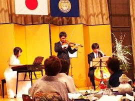 ピアノ、バイオリン、チェロのトリオ演奏